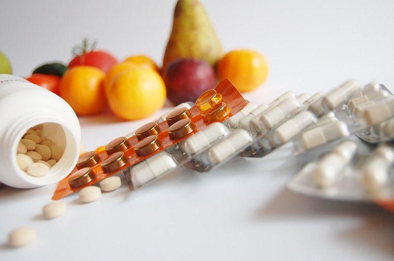 Vitamine sind essenzielle Vitalstoffe, die wir über Nahrung und Supplemente einnehmen müssen